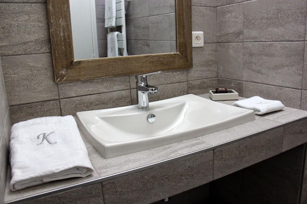 Salle de douche à l'italienne wc privatifs (étage) - en-suite bathroom