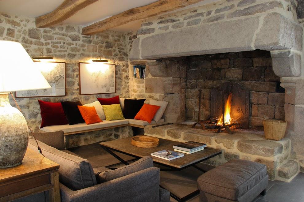 Grand salon de 55 m² cheminée - 55 m² living room with a beautiful fire place